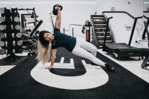trainer kim working out with kettlebell